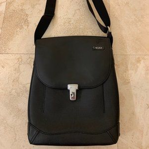 Tumi Leather Surface Pro/Ipad Pro /Chromebook Bag